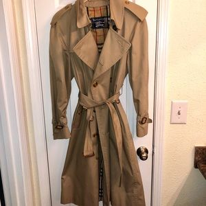 Men's Burberry Trench Coat 36S